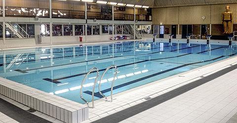 Almere sluit zwembad preventief om rvs te vervangen zwemrekreatie