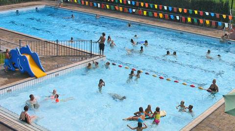 De zwembad klok kan voorlopig weer luiden in Arnemuiden