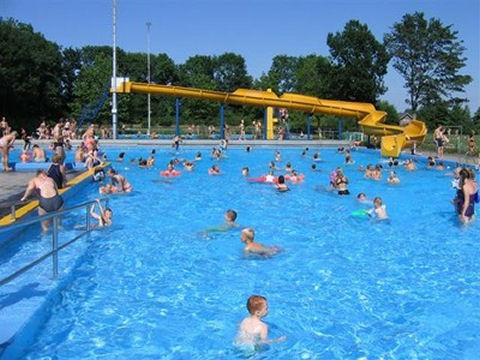 Ten Boer stelt toekomst zwembad De Blinkerd veilig