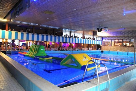 Zwembad Zuid Holland.De Boetzelaer Populaire Attractie In Zuid Holland