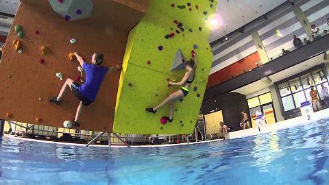 Wordt boulderen in het zwembad het nieuwe fenomeen?