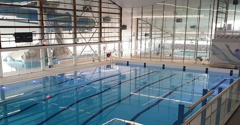 Zwembad bij opening in de verlegenheid gebracht
