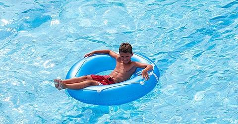 De jeugd kan weer vrij zwemmen