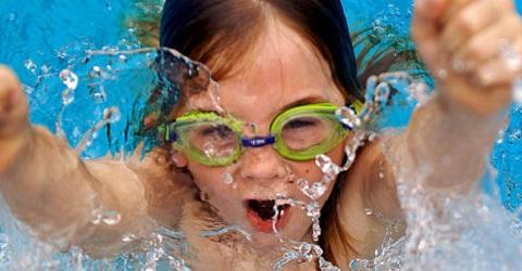 Den Ekkerman van sluiting naar een nieuw zwembad