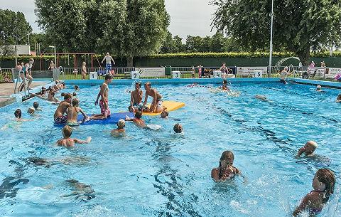 Zwembad Geestmerend wordt Maarten van der Weijdenbad