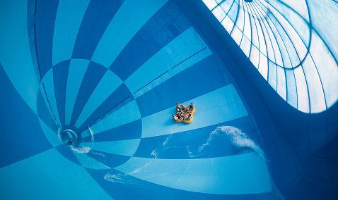 Grootste indoor waterglijbaan ter wereld geopend