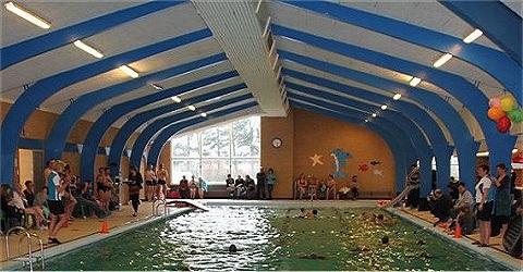 Vier zwembaden terug naar lokale exploitatie