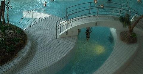 Medewerkers in quarantaine, zwembaden dicht