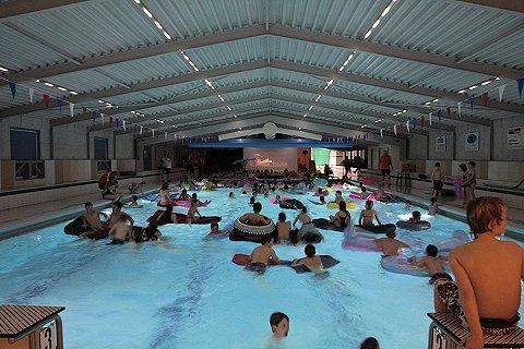 'Zwembaden blijven open in Zwartwaterland'