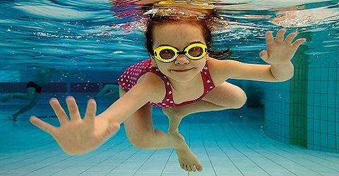 Financieel tekort gemeente, sluit het zwembad maar!