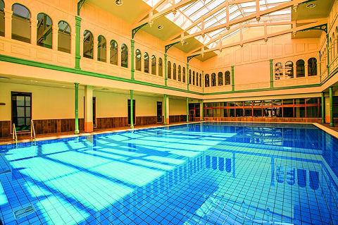 Oudste zwembad van nederland omgetoverd tot fitness spa for Zwembad den bosch