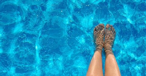 Zwembaden die opengaan in coronatijd tonen weinig respect