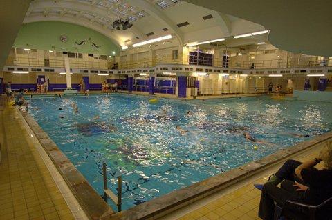 Renovatie oostelijk zwembad vertraagd zwemrekreatie for Renovatie zwembad