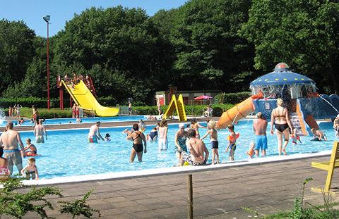 Identificatieplicht na rellen in zwembad
