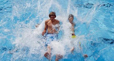 Zwembad Haestinge blijft open en De Spetter gerenoveerd