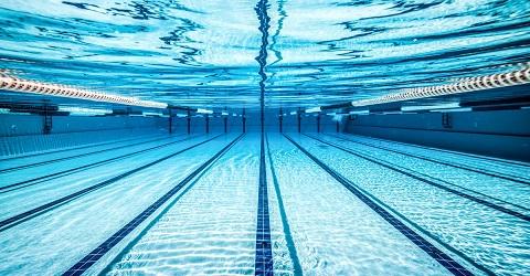 Na 15 jaar discussiëren eindelijk een nieuw zwembad