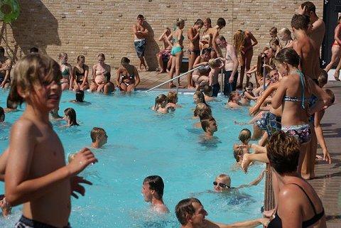 Verkoop zwembaden definitief zwemrekreatie for Zwembaden verkoop
