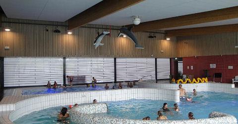 Vluchtelingen zorgen voor een dilemma in zwembadland