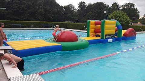 Marum totaal verrast door overname zwembad