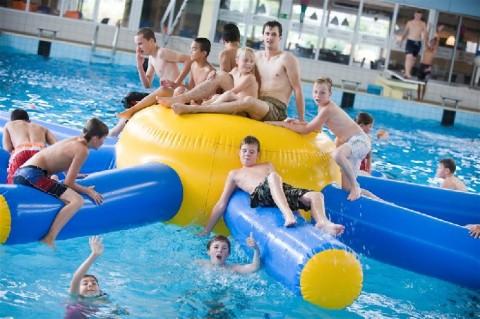 Zwembaden niet meer als kerntaak gemeenten zwemrekreatie - Ontwikkeling rond een zwembad ...