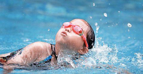 Kinderen enthousiast maken voor de zwemsport