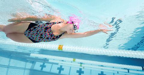 Zwemmen, de beste therapie na een blessure en ook heel gezond